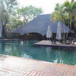 Luxe zwembad met bar